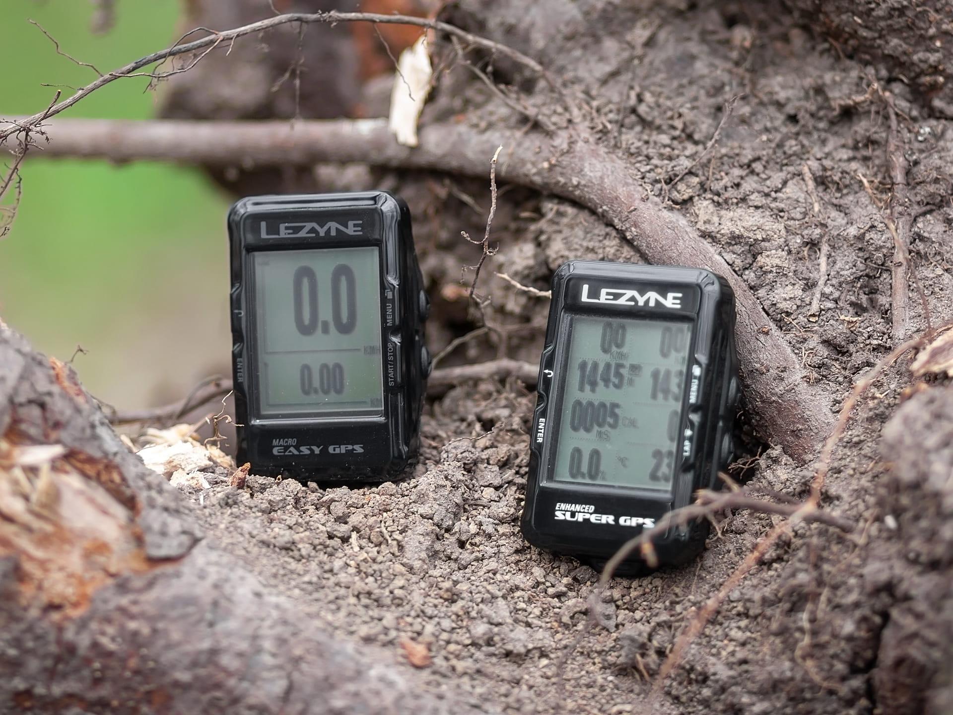 Licznik Lezyne Easy GPS vs Macro Super GPS